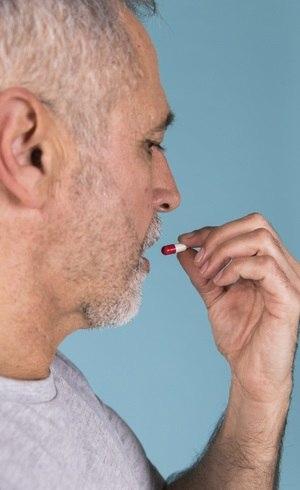 Por que a automedicação pode ser um sério risco para idosos
