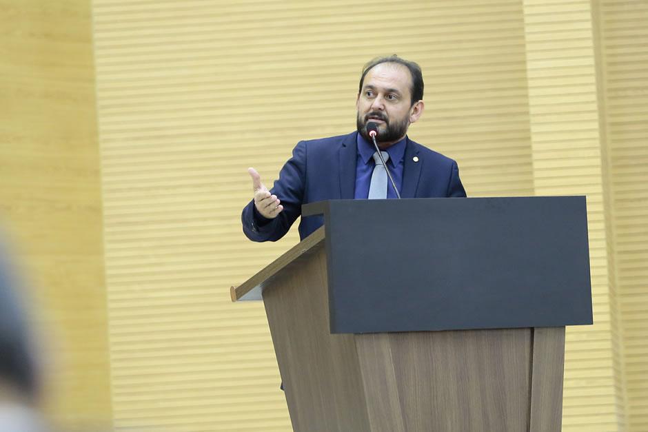 Escola do Legislativo oferece cursos a alunos especiais