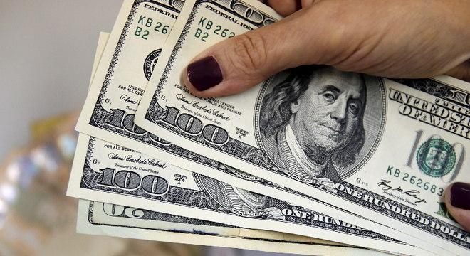 Dólar abre em alta contra real na manhã desta quinta-feira