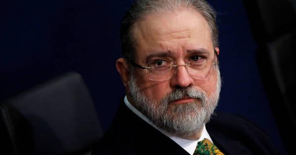 Em reunião, Aras acusa colegas de plantar 'fake news' contra família