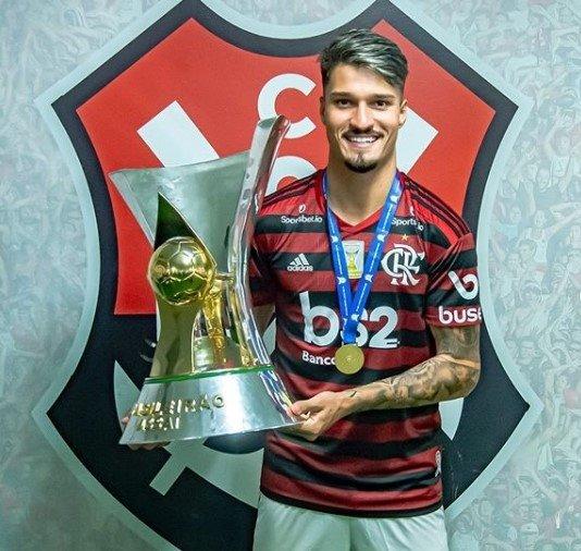 Thuler testa positivo e Flamengo já tem 12 jogadores com Covid-19