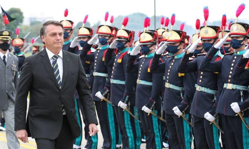 Bolsonaro participa de formatura de cadetes das Agulhas Negras no Rio
