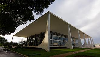 Extensão de estabilidade a servidores da administração indireta do Maranhão é inconstitucional