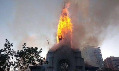 Manifestantes queimam igrejas em ato que marca 1 ano de protestos no Chile
