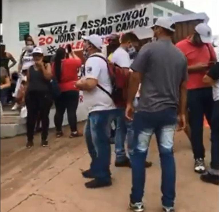 Moradores do Paraopeba protestam em frente a Vale contra fim de auxílio emergencial