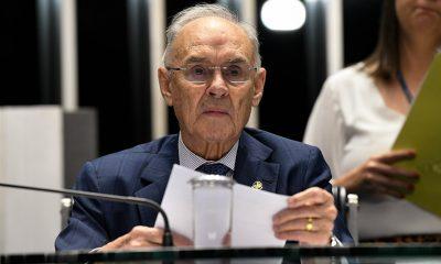 Senadores se referem a Arolde de Oliveira como 'amigo' e 'guerreiro'