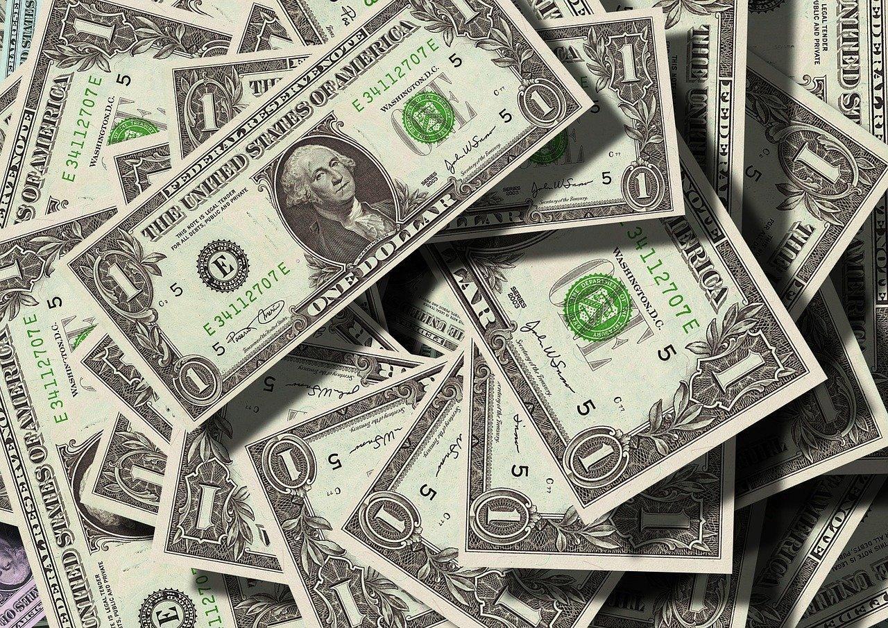 Crise do coronavírus fortalece papel do dólar na economia global