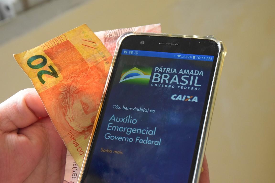 Auxílio de R$ 300 vai ser pago para quem?