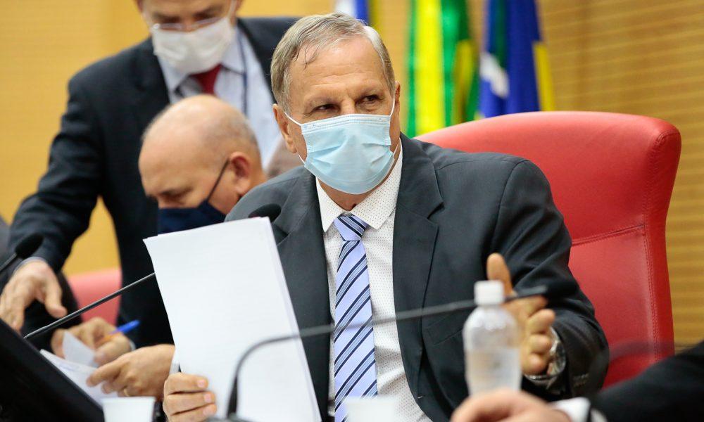 Deputado Adelino Follador comemora derrubada do veto em Projeto de Lei sobre fisioterapeutas