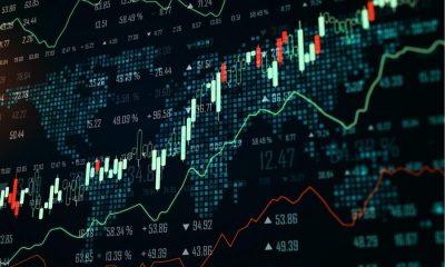 Ibovespa fecha em alta de 2,3%, atingindo nova máxima desde fevereiro, e dólar desaba a R$ 5,22