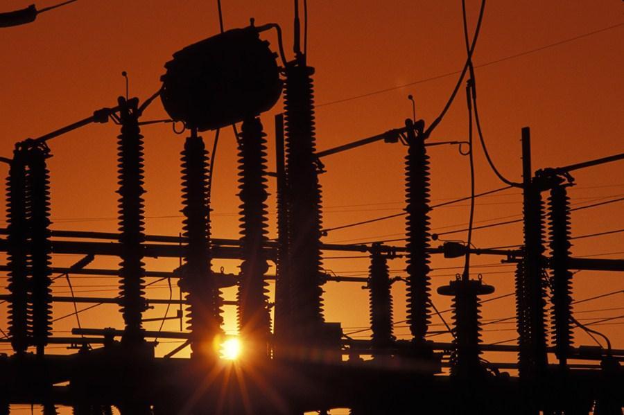 Conta mais cara: o impacto da bandeira vermelha da Aneel na inflação e nas ações de elétricas