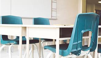Suspensa eficácia de decreto que instituiu a política nacional de educação especial