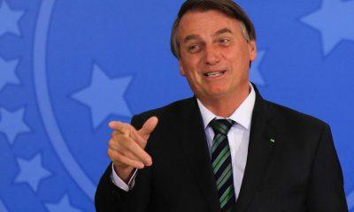 Bolsonaro diz que ele e irmãos ainda estão decidindo se mãe se vacinará
