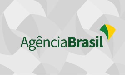 Militares das Forças Armadas fazem desinfecção no BRT da Barra no Rio de Janeiro