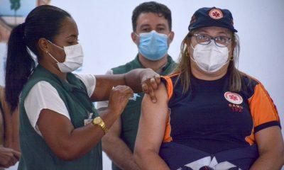 Após denúncias de favorecimento, Manaus suspende vacinação por 24h