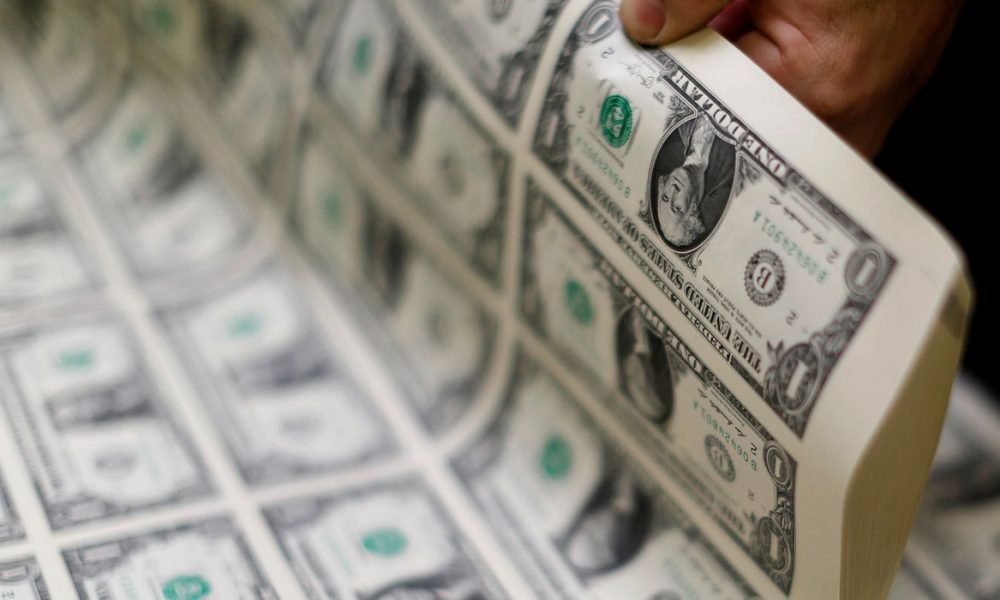 Dólar fecha praticamente estável a R$ 5,60