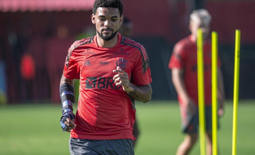 Bruno Viana é regularizado, mas ainda não fará estreia pelo Flamengo na próxima partida