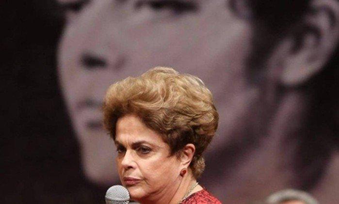 """Dilma rebate matéria da Folha que a compara com Bolsonaro: """"Cínica, manipula os fatos para reescrever a História"""""""