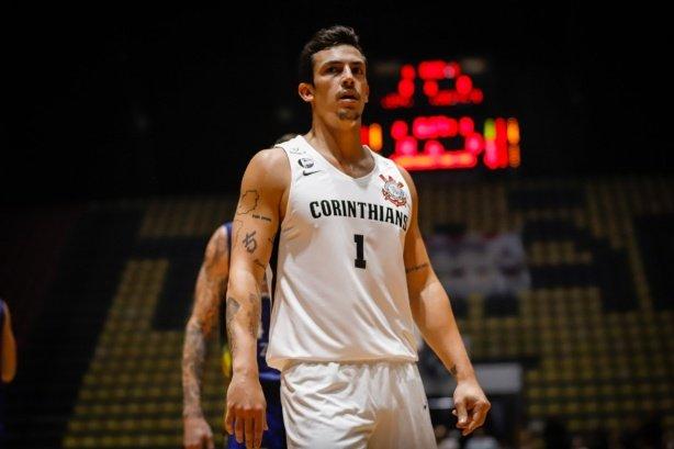 Armador do Corinthians é o único atleta do NBB a atingir meta sonhada de eficiência no basquete