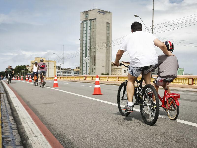 Infração para quem desrespeitar ciclistas no trânsito vai de R$ 195,23 para R$ 293,47
