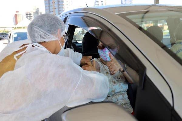 Florianópolis segue com vacinação contra Covid-19 para idosos de 65 anos   NSC Total