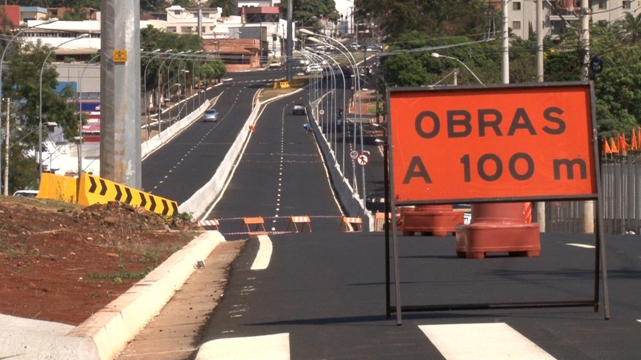 Três meses após inauguração, viaduto Profissionais da Saúde passa por reformas em Ribeirão