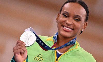 HISTÓRICO!  Rebeca Andrade leva a prata e é a primeira ginasta brasileira a subir no pódio