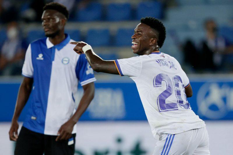 Vinicius Jr. marca em goleada do Real Madrid em estreia no Espanhol