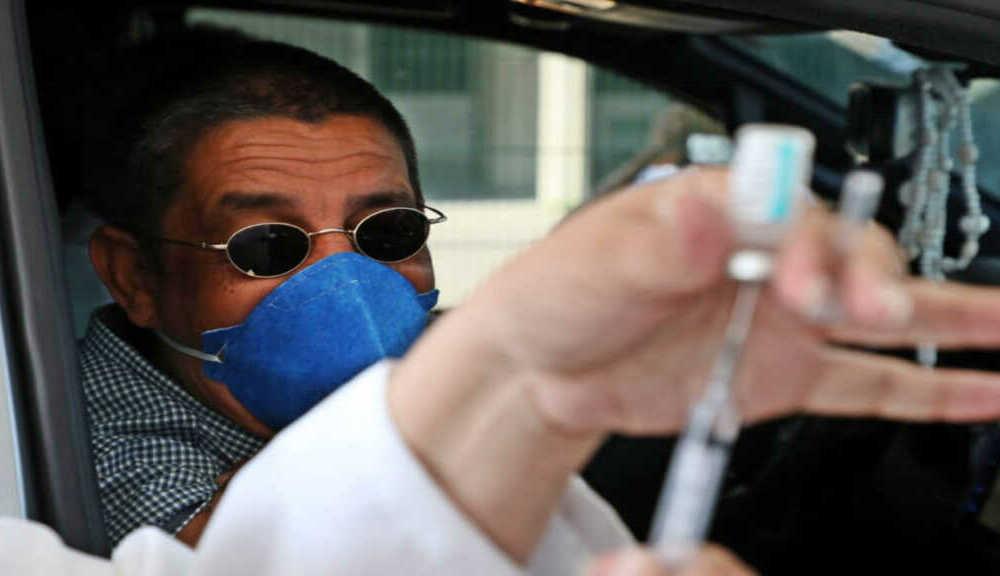 Zeca Pagodinho é internado com Covid-19, após tomar as duas doses da vacina