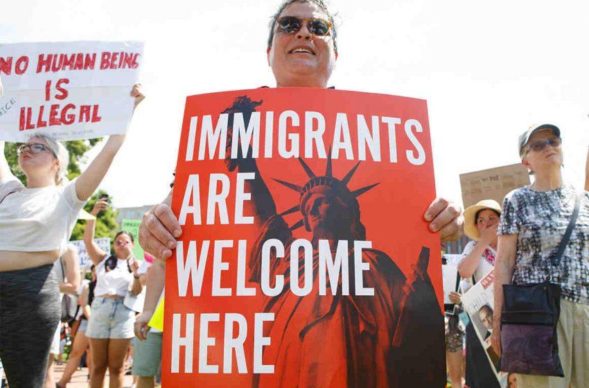 Grupo de economistas pede que Democratas incluam uma reforma imigratória no orçamento