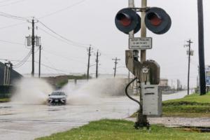 Ao atingir a tempestade do Texas Nicholas vira furacão;  autoridades em alerta