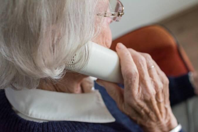 Autoridades americanas alertam para golpes direcionados aos idosos em todo o mundo