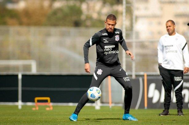 João Victor nota evolução no Corinthians após reforços, mas vê 'chances de ganhar' de título Brasileiro