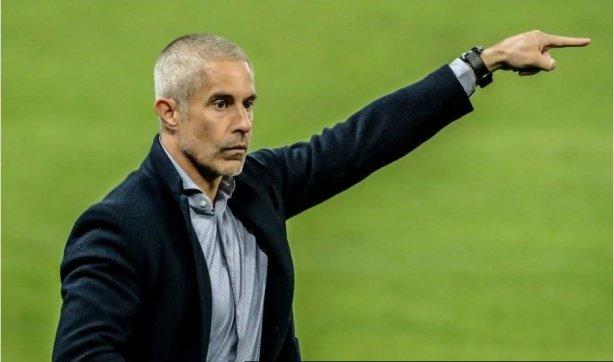 [Jorge Freitas] Entre Mancini e Sylvinho (rivais no domingo), mais 77 jogos de atraso no Corinthians
