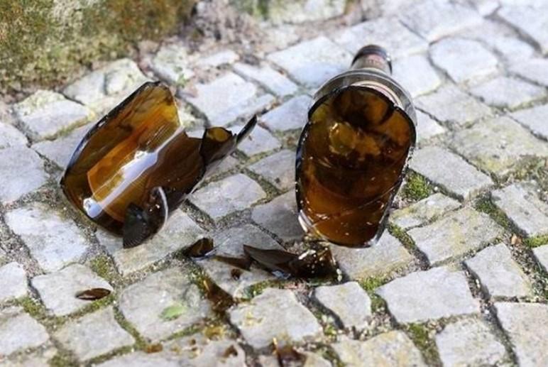 Mulher pula muro de residência e ataca ex-marido com gargalo de garrafa