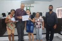 Adelino Follador participa da entrega de certificados do Curso de Pintura em Tecido e Artesanato de Acessórios para Cabelo