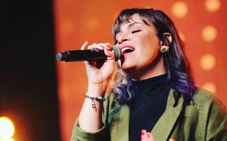 """Gézi Monteiro comemora lançamento de novo EP com uma faixa """"Deixe o Sol Entrar"""""""
