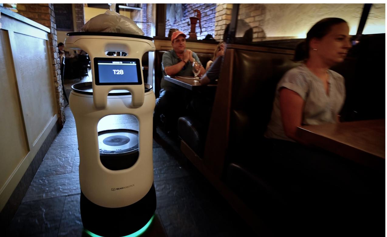 Robô-garçom faz restaurante da Flórida com aumento de até 35% nas gorjetas