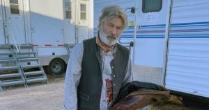 Alec Baldwin dispara arma de fogo durante a filmagem e mata diretora de fotografia