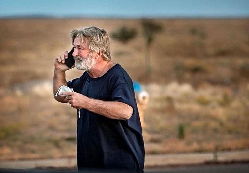 Alec Baldwin atira em set, mata diretora de fotografia e fere diretor do filme Rust, durante gravação