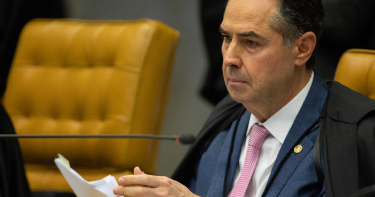 """Barroso derruba decisão que mandou Twitter apagar tweet que chamava Filipe Martins de """"nazistinha"""""""
