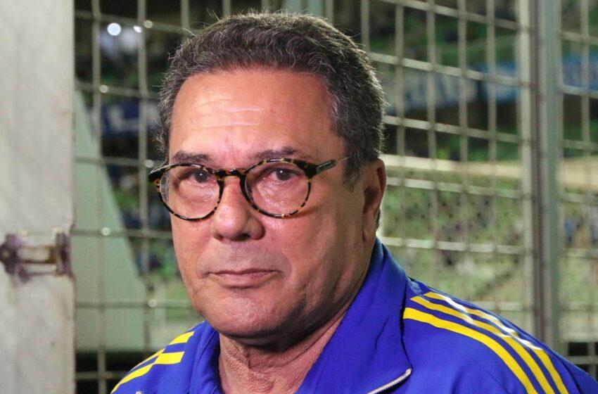 """Luxemburgo elogia Cruzeiro e dispara contra arbitragem após terceiro amarelo: """"Encomendado"""""""